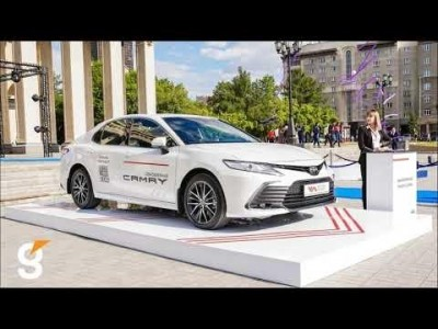 Автоподиум для «обновлённой» Toyota Camry, и интерактивный киоск Dedal IM 22